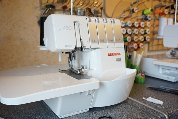 Bernina L40 Serger Review By Gmacht Interesting Janome 4618 Sewing Machine Reviews