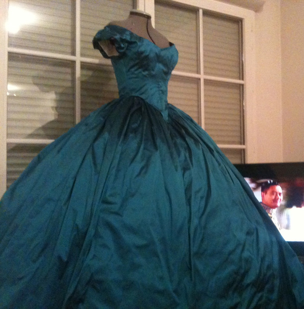Truly Victorian 1860s Ballgown Bodice TV442 pattern review by ...