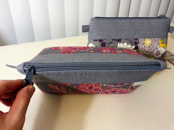 So Sew Easy Easy Cosmetics Bag pattern review by Hachi 17bc3a1d65ea9